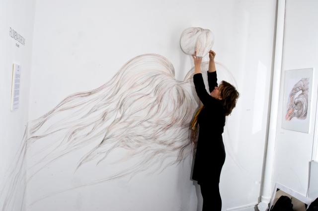 """Filomena Borecka """"Re - Liance"""" dessin in situ, Galerie Intuiti, Paris 2010"""